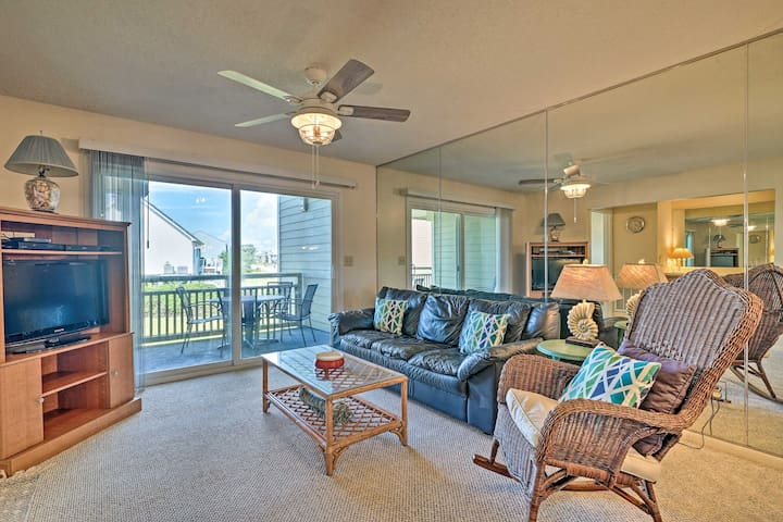 Oak Island Resort Condo w/ Pool+Beach Access!