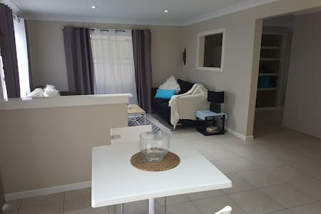 Big 2 bed apartment + pool near city & airport