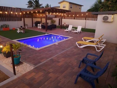 Le Lacle Suite #1: Pool, Garden, Parking & Laundry