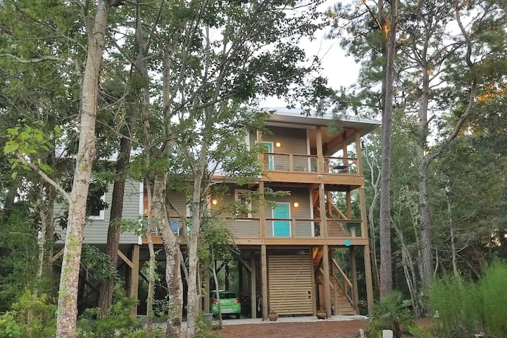 Island Treehouse - Cozy, Sanitized Private Suite