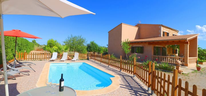 Cosy Finca Can Olivaret with Pool, Garden, Air Conditioning & Wi-Fi; Parking Available, Pets Allowed