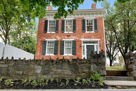Historic Civil War Landmark With Pool (4BR, 2BA)