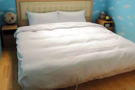 2人房,1大床。2 people Room 1 Double Bed - 梅山鄉
