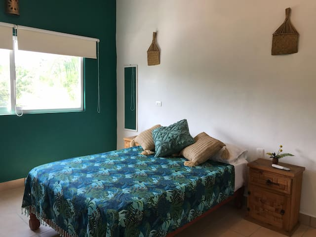 Nice & well located studio /2min to the beach A/C