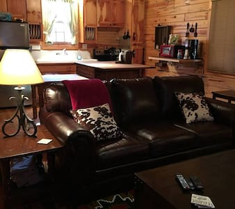 Cabin w/ hot tub in Eureka Springs, AR - Eureka Springs