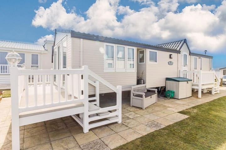 Luxury Seaview caravan for hire at Hopton with a full seaview ref 80010H