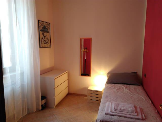 Accogliente camera singola molto luminosa - Foligno - Flat