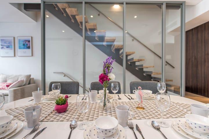 Brand New Luxurious Mansion inRosebery mins to CBD