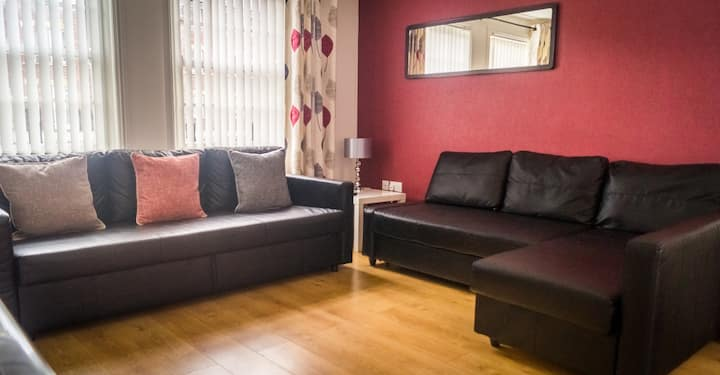 The Racecourse Gathering – 5 Bed - Sleeps 12 – City Centre & Within Walls