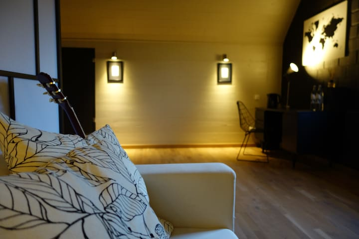 Cosy & Stylish B&B Attic Room - Boechout - Aamiaismajoitus