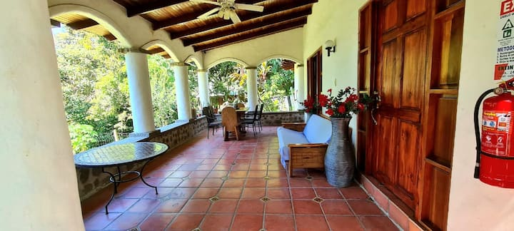 House with Pool, 10 min from Manuel Antonio Beach