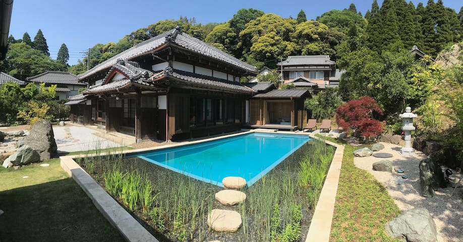 Stunning Japanese farmhouse with pool and gym