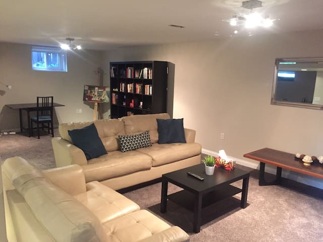 Private Inner City Suite - Calgary - Bungalov
