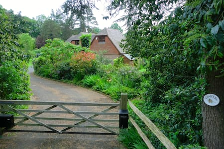 Detached annexe, country views and private garden. - Beckley