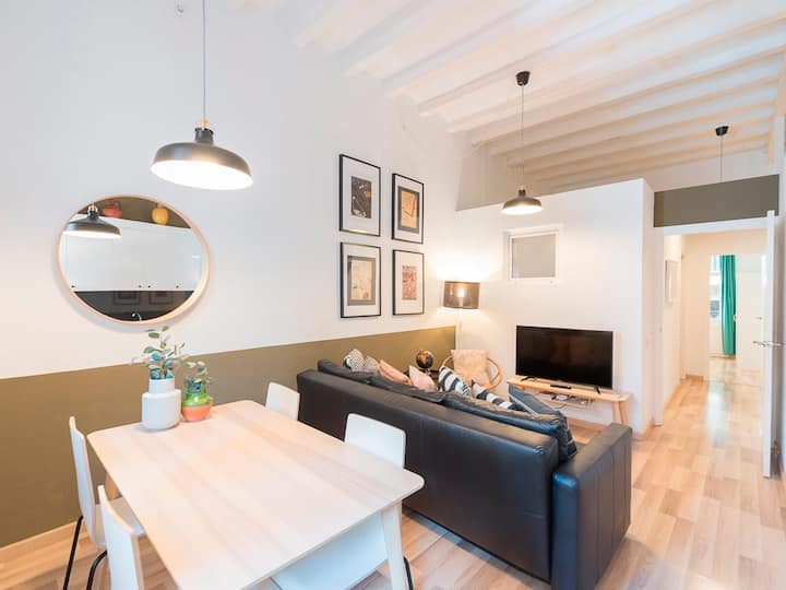 2bdr and a sunny terrace in the heart of Gracia
