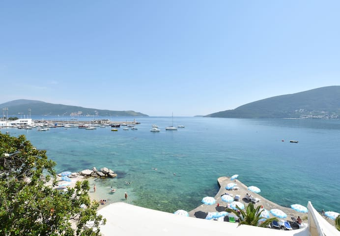 One bedroom Stone house, beachfront in Herceg Novi, Terrace