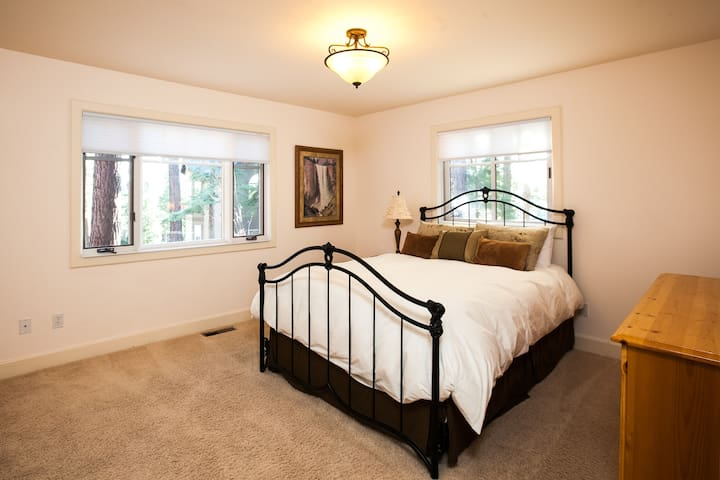 2nd master bedroom with a queen bed, views, and an en suite bathroom.