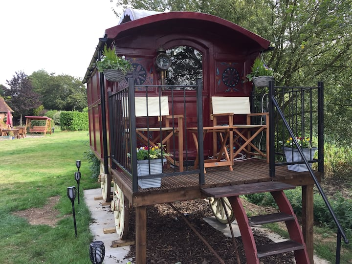 Astwick Manor Lodge Glamping B&B