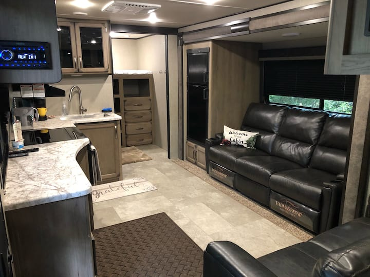 New RV fully furnished. Grizzly lodge on creek.