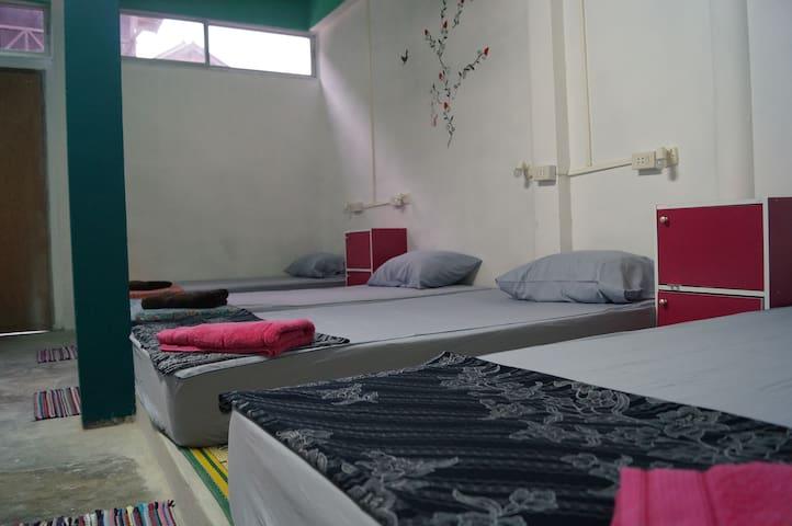 18 Beds Dorm at Haad Rin Beach B12 @FULL MOON - ตำบล บ้านใต้ - Schlafsaal