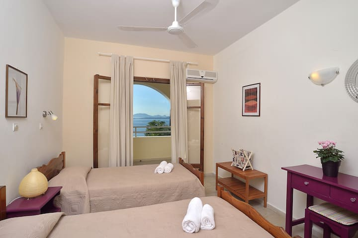 2 bedroom apartment with Sea view in Barbati - Mparmpati - Apartment