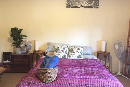 Perfect Location & Large Room! - Haus