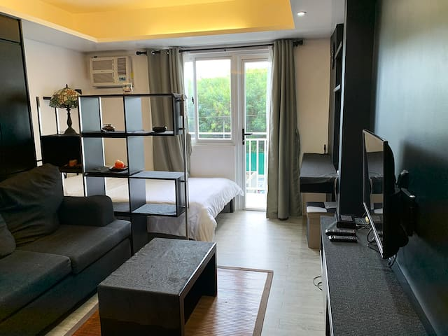 Private Condo Near Airport/SM+10mbps WIFI/NETFLIX