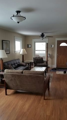 Light and Spacious Retreat - Tonawanda