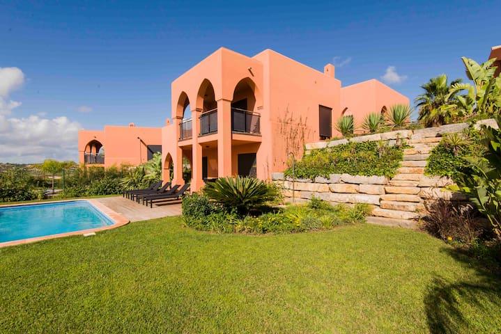 Three Bedroom Villa in Alcantarilha - Alcantarilha - Huis