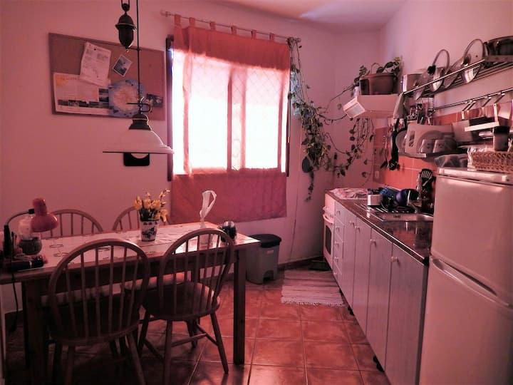 Zimmer (2) in geräumiger Wohnung La Aldea