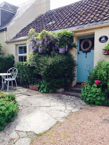 Two bedroom cottage nr St. Andrews