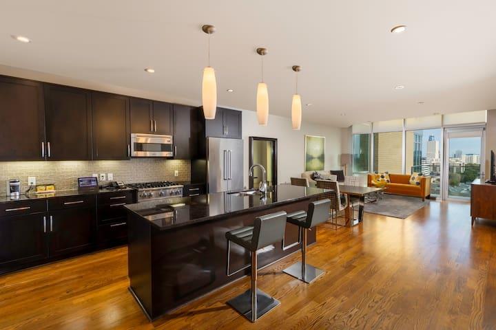 Luxurious 2 bedroom condo-The Moran CITYCENTRE