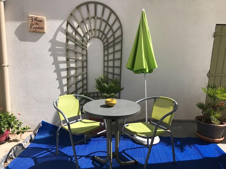 studio bord de mer calanques plage appartements louer marseille france. Black Bedroom Furniture Sets. Home Design Ideas