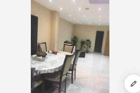 A clean single room at stylish house female only