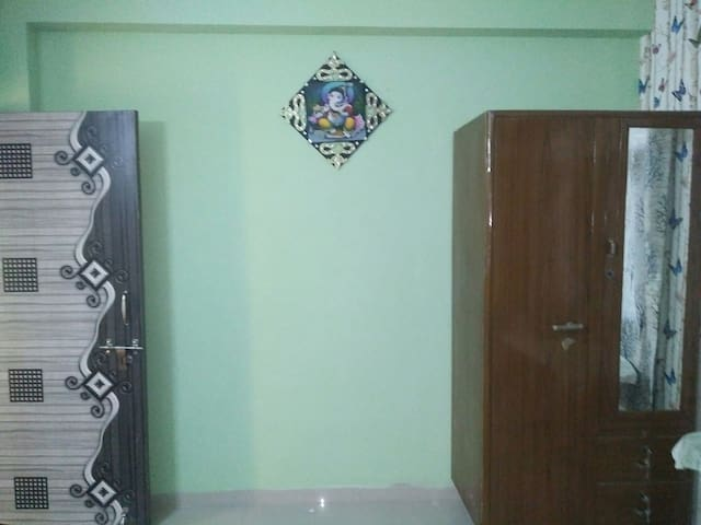 Comfortable AC Secure room to stay in Grtr  Noida