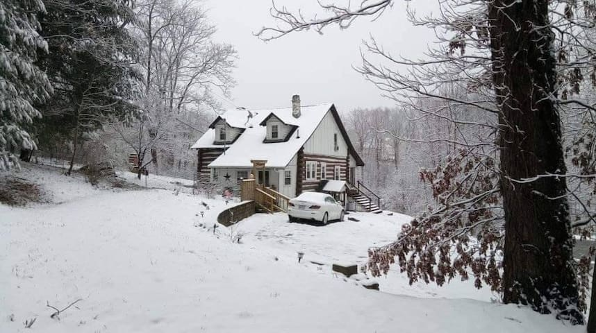 """Holiday Cabin in the Blue Ridge Mountains"""