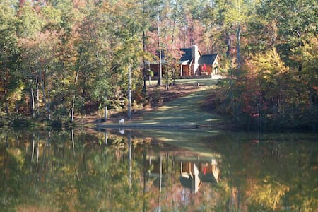 Cozy 2BR/2BA Log Home, Golf & Pond - Woodbury