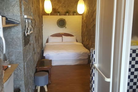 Walk Inn 3x3-Traditional Stone Room