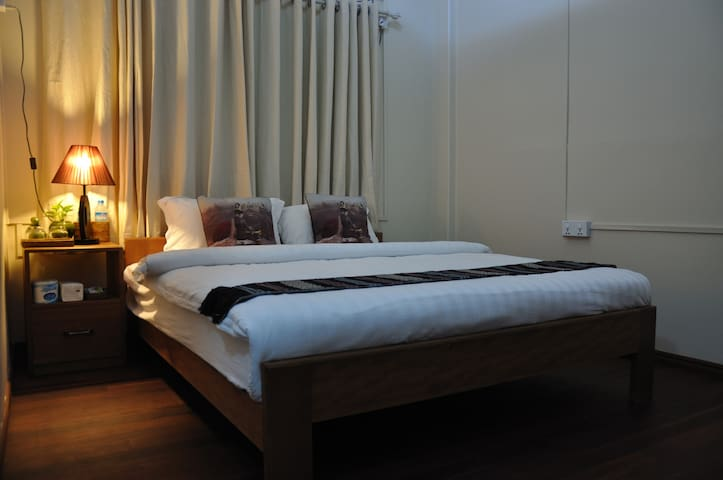 Private Double walking distance to Shwedagon(202)