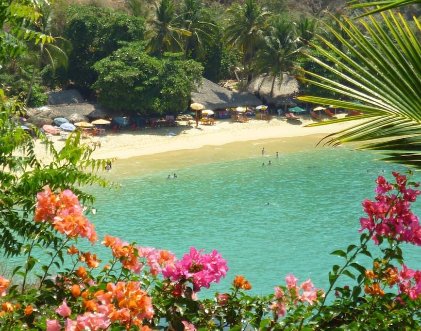 Playa Carizallio right in front of the Villa