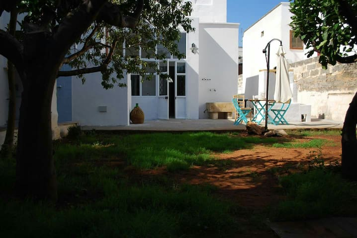 Salentinische Villa mit Außenpool