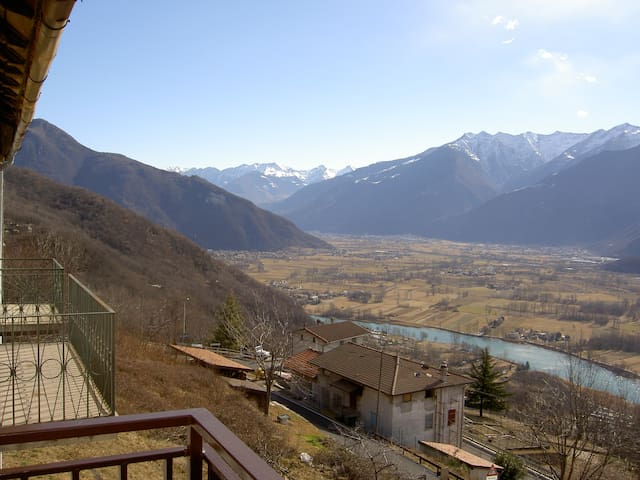 Montemezzo, 100m from S.Martino Ch. and Townhal - Montemezzo - House