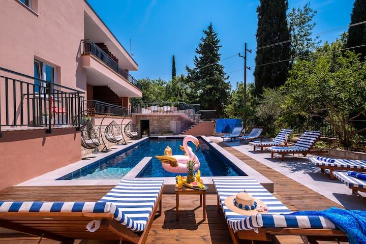 Villa Providenca | Private & Quiet | Reliable WiFi