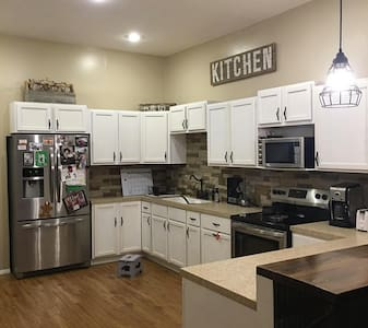 Affordable place to stay - North Platte - 独立屋