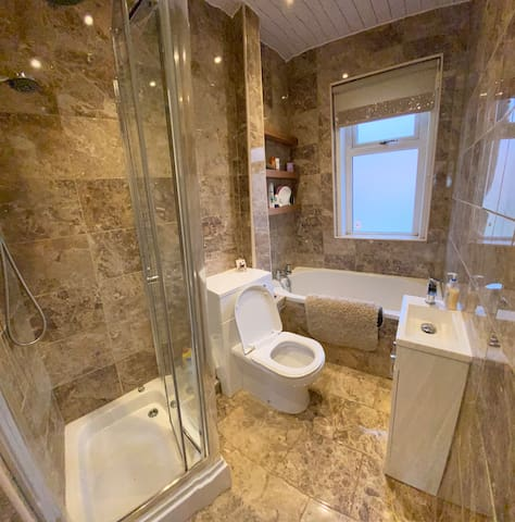 Stunning 2 bed with views over the forth