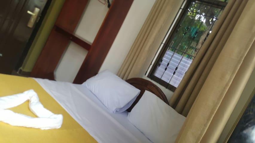 The Couples Room + pool +  Breakfast - MC Hotel