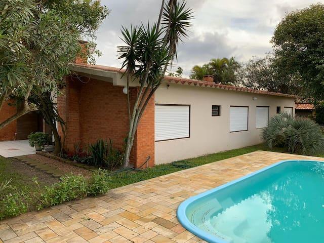 Casa 4 Quartos + Piscina, Wifi, SKY, 150m Mar