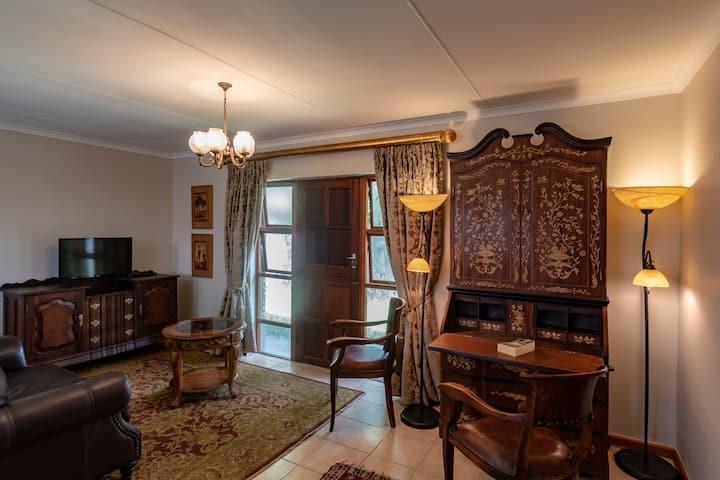 Antiqua Guest House - The Big King