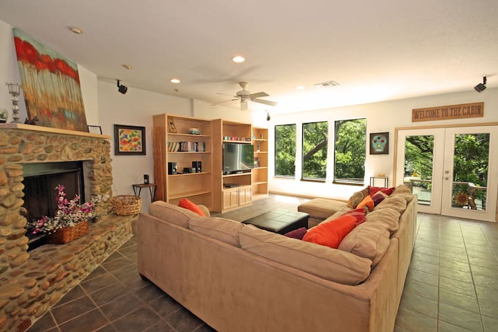 Jack's River Haus and Studio Apartment- Guadalupe Riverfront, Sleeps 13!
