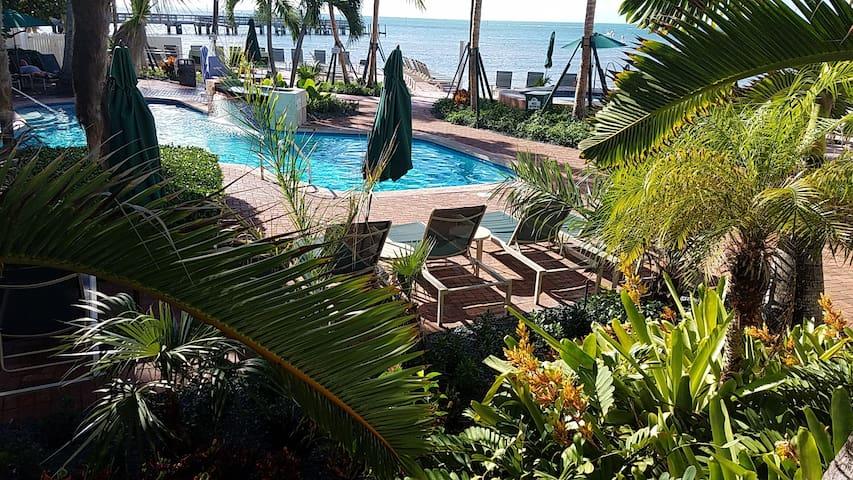 Key West 2 BR Deluxe, Beach Front, sleeps: 6